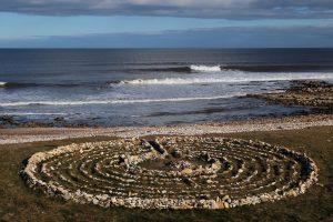 Doolhof aan zee: gemaakt met het brein, maar risico om overspoeld te worden door emoties